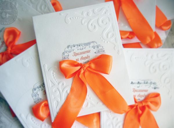 Оранжевая свадьба приглашения с бантиком