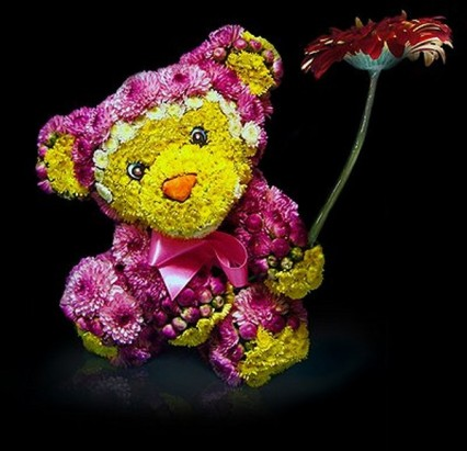 Милая обезьяна из живых цветов
