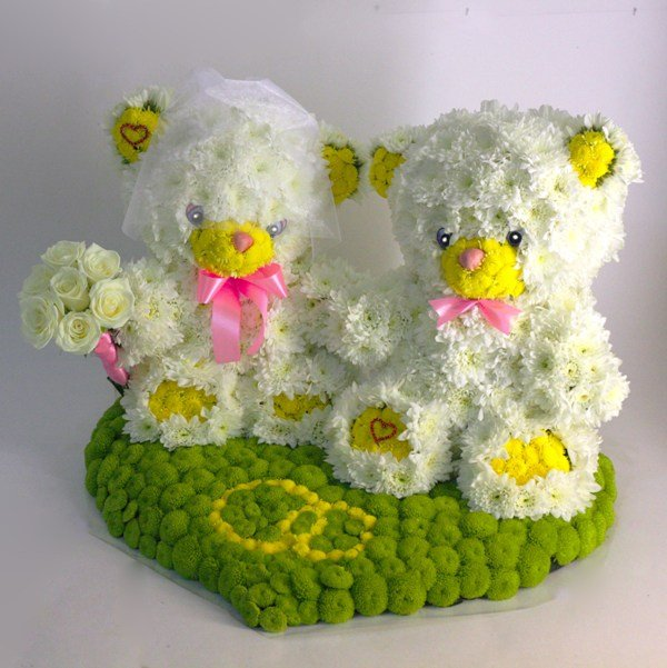 Медвежата на свадьбу из живых цветов