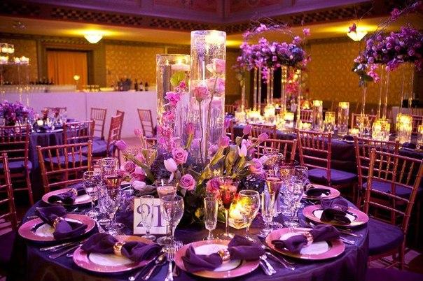 Декор банкетного зала в фиолетово-розовом цвете