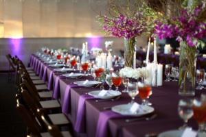 Оформление свадебного зала в фиолетовой цветовой гамме