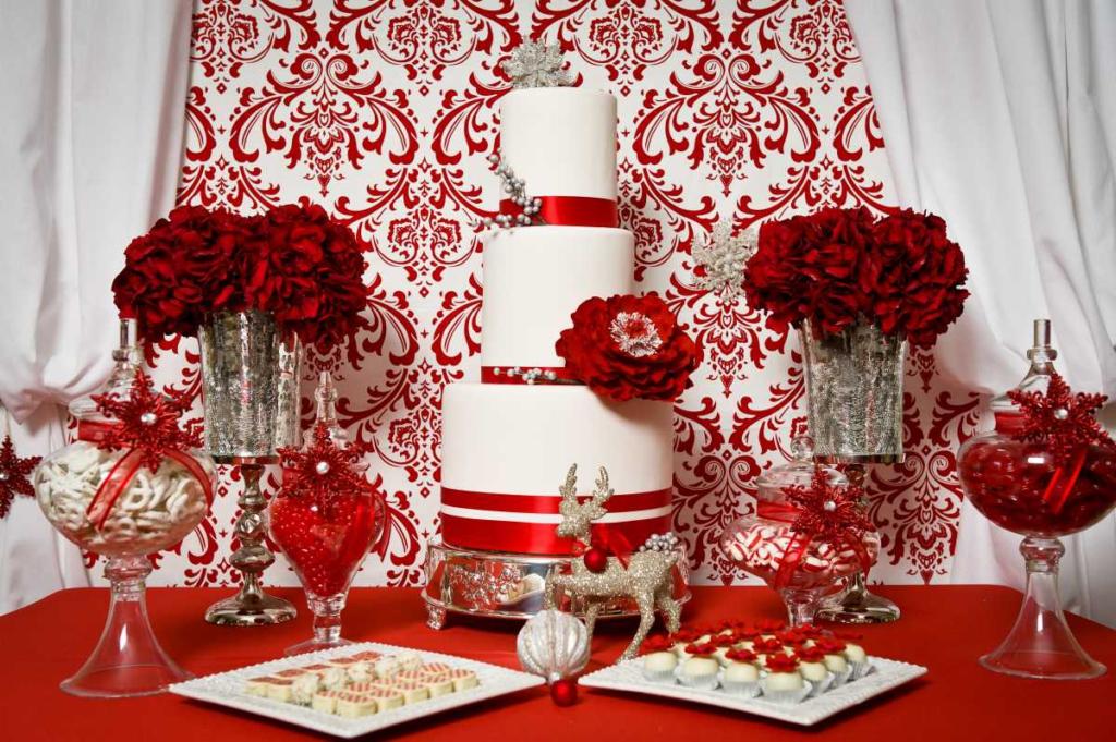 Свадебный торт красной цветовой гаммы
