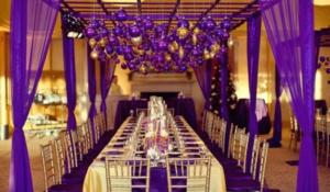 Оформление торжественного зала в фиолетовом цвете