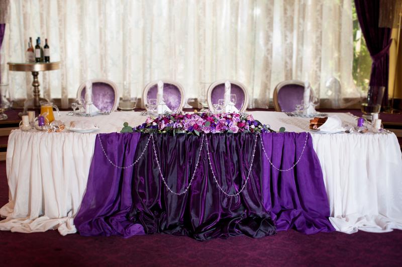 Свадьба фиолетового цвета оформление стола