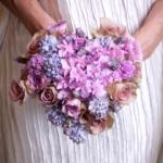 свадебный нежный букет в форме сердца