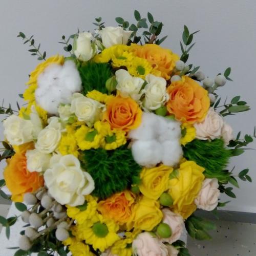 Букет с хризантемой, гвоздикой и розой